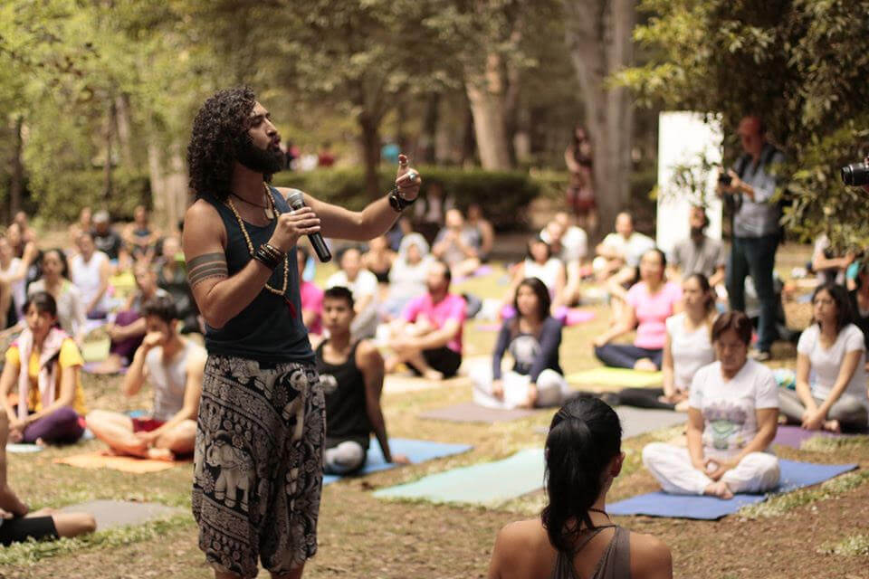 Yoga para la salud integral: una vida de servicio al construir comunidad