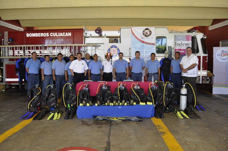 Bomberos amigos al servicio de la población de Sinaloa
