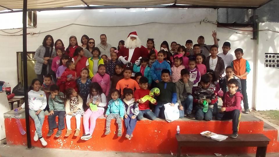 Llevan un arcoíris de alegría a hijos de internas de penales de Nuevo León